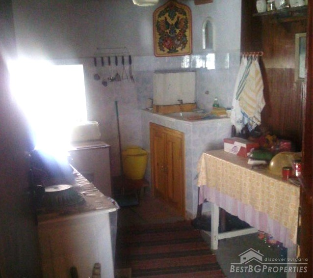 Casa in vendita a slivnitsa for Piani sud ovest della casa con cortile