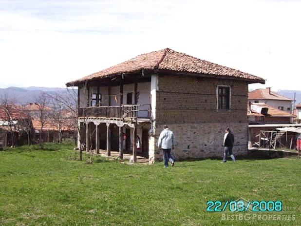 Casa in vendita a monti for Piani di casa del revival greco