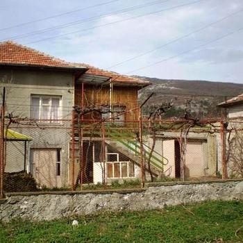 Immobili in vendita a kazanlak case rurali land ville for Una storia case in vendita vicino a me