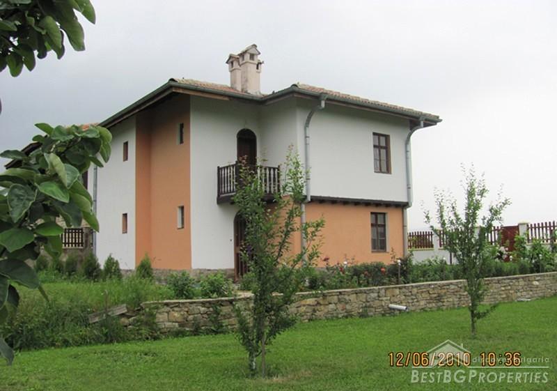 Casa in vendita vicino lago di montagna for Piani di casa sul lago per lotti ripidi