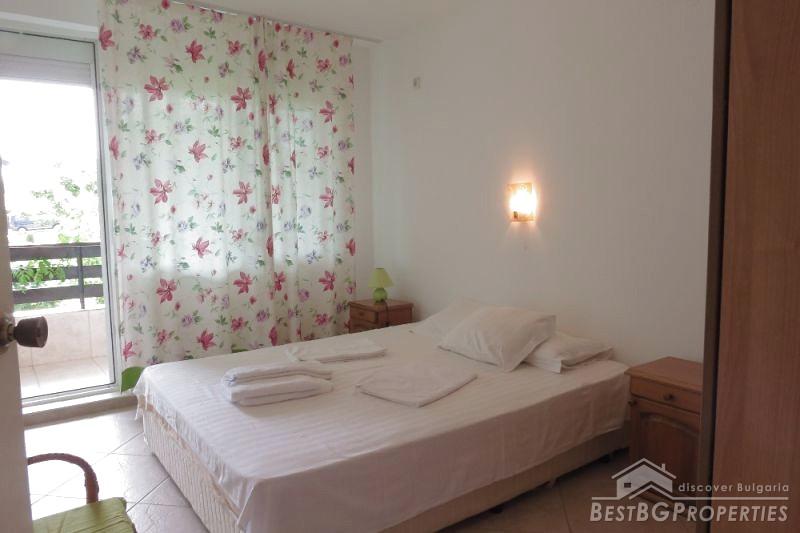 Grande appartamento con due camere da letto in vendita sul mare