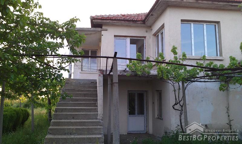 Negozio e una casa in vendita vicino a karnobat for Piani casa negozio
