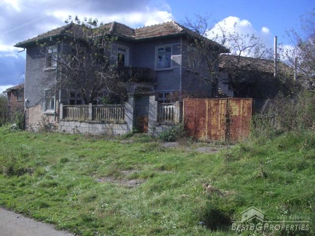 Vecchia casa con ampio terreno vicino omurtag for Piani di casa di 10000 piedi quadrati